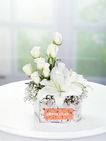 Mutlu beyaz düþler gül lilyum arajmaný