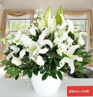 Beyazýn büyüsü lilyum þebboy gül arajmaný