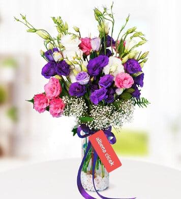Silindir camda renkli lisyantus çiçegi