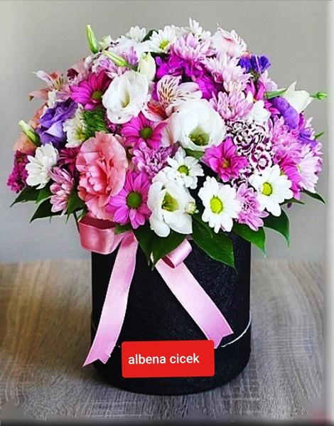 Düþler sokagý silindir kutuda renkli mevsim çiçegi arajmaný