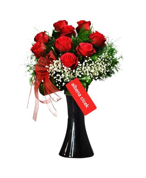 siyah kalipso vazoda 9 kýrmýzý gül arajman çiçegi
