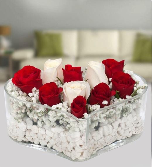 Masum aþk kalp camda kýrmýzý beyaz güller