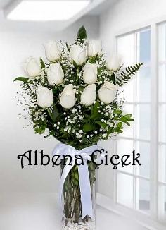 Beyaz Güzellik Silindir Vazoda