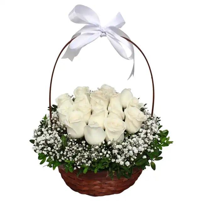 Beyaz mutluluk sepette beyaz güller
