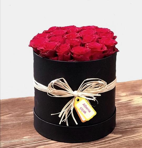 sevginin büyüsü silindir kutuda 20 gül çiçek arajmaný