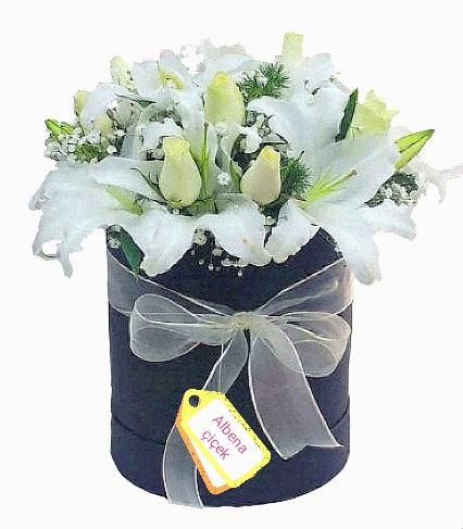 Beyaz esinti lilyum gül çiçek arajmaný