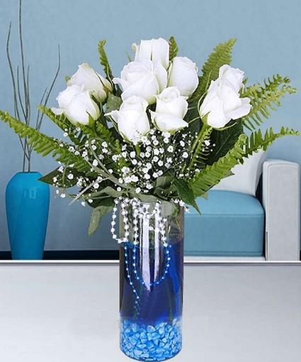 Mavisuda beyazgüller